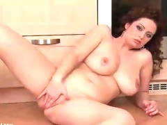 Horny girl with hawt curves rubs her cunt