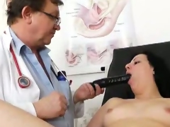 Euro doctors examines a bawdy cleft thoroughly